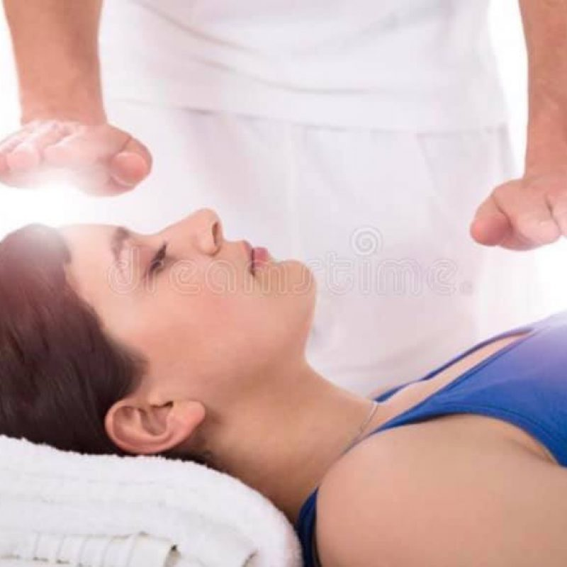 Lady receiving Reiki energy